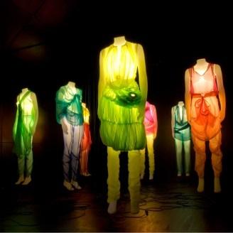 Etalagefiguren ijswit voorzien van licht door Klavers van Engelen