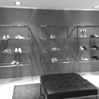 Winkelinterieur Icon Chromo Cubotto  schoenenpresentatie