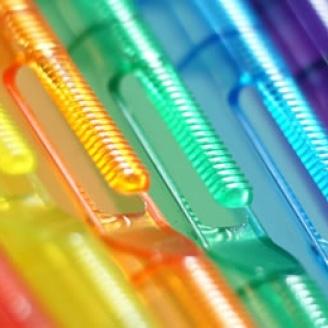 kunststof hangers in 1001 kleuren